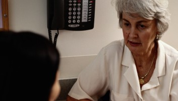 FPhoto of a patient talking with her doctor